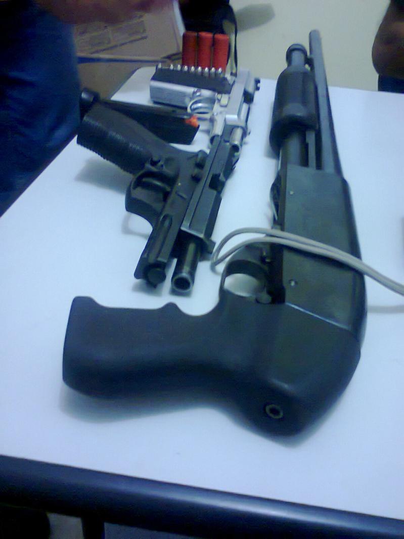 Arma portada por policiais militares que atuavam na área